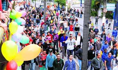 Parada LGBT reúne 1.200 em Sto.André Diário do Grande ABC - Notícias e informações do Grande ABC: Santo André, São Bernardo, São Caetano, Diadema, Mauá, Ribeirão Pires e Rio Grande da Serra