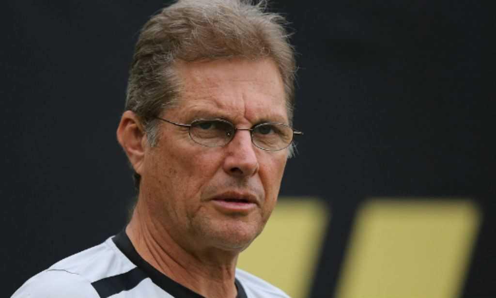 Em alerta, Oswaldo tenta acelerar contratações no Corinthians