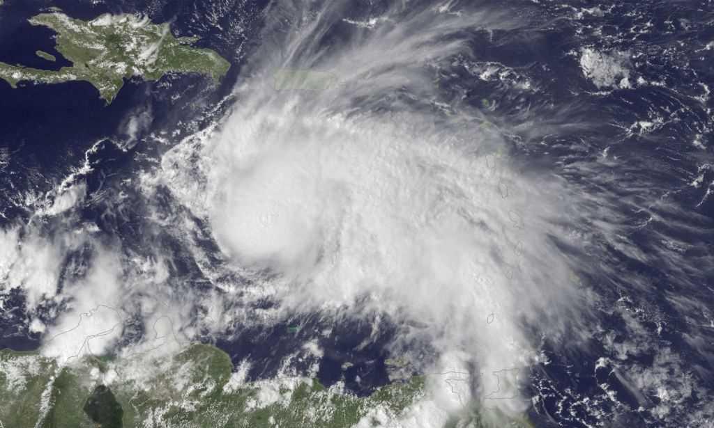 Furacão Matthew se fortalece e segue para Jamaica
