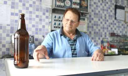 Comerciante recebe cerveja com rótulo dentro da garrafa Diário do Grande ABC - Notícias e informações do Grande ABC: Santo André, São Bernardo, São Caetano, Diadema, Mauá, Ribeirão Pires e Rio Grande da Serra