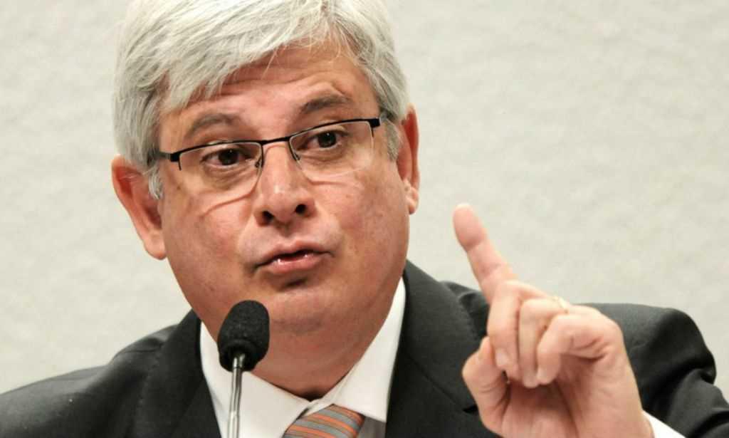 Janot sugere 'carteirada' como proposta para crimes de abuso de autoridade