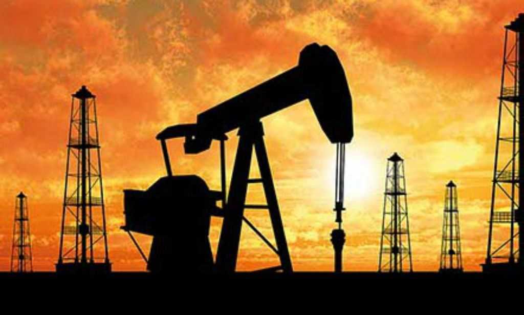 Petróleo fecha em baixa por falta de novidades