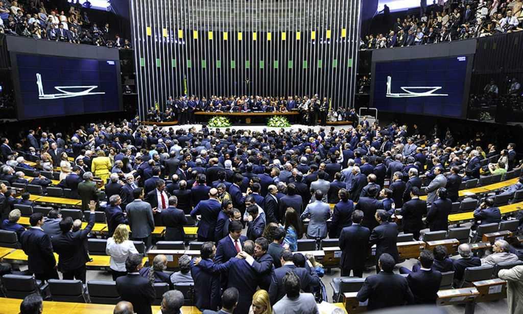 PSB rompe oficialmente com o governo e pede renúncia de Temer
