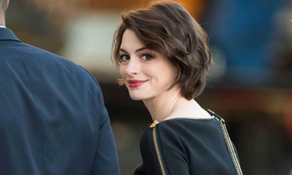 Anne Hathaway pode estrelar o live-action da 'Barbie'