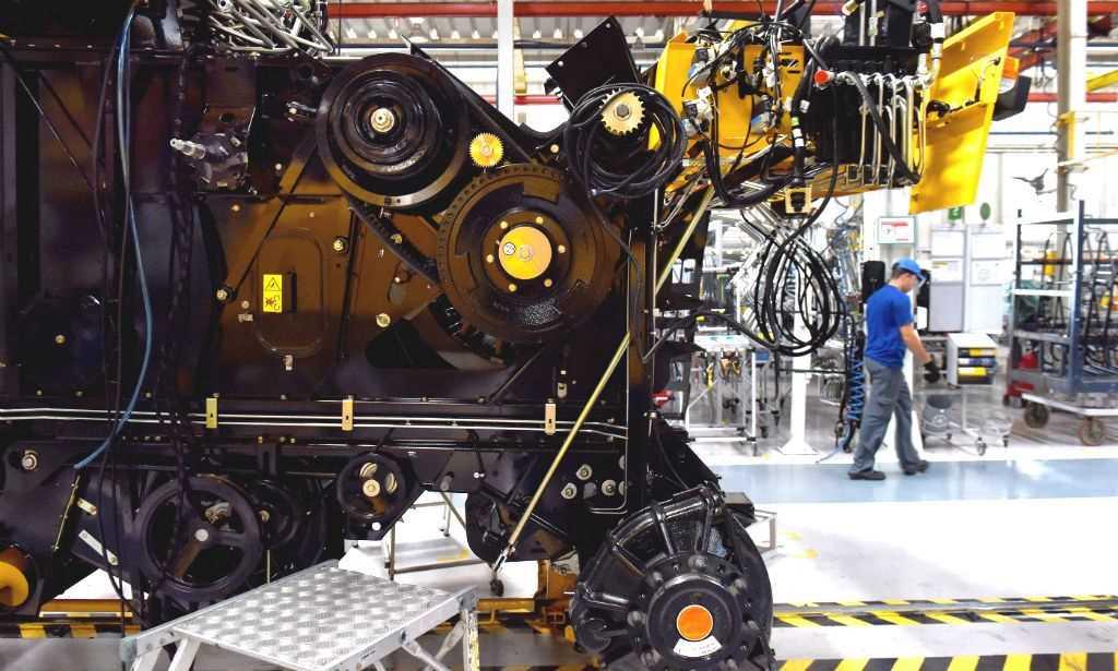 No fundo do poço, produção industrial fica estável em junho