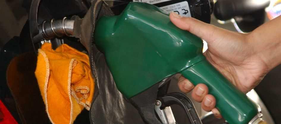 Resultado de imagem para Petrobras passa a divulgar preço médio nacional do litro da gasolina e do diesel