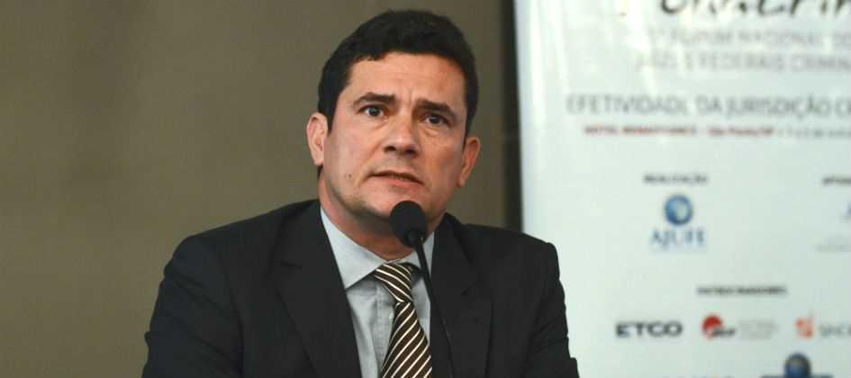 Resultado de imagem para Moro condena investigados por esquema de desvio de dinheiro da Petrobras