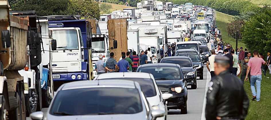 Resultado de imagem para greve caminhoneiros