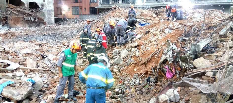 Resultado de imagem para Bombeiros localizam segundo corpo no desabamento em São Paulo