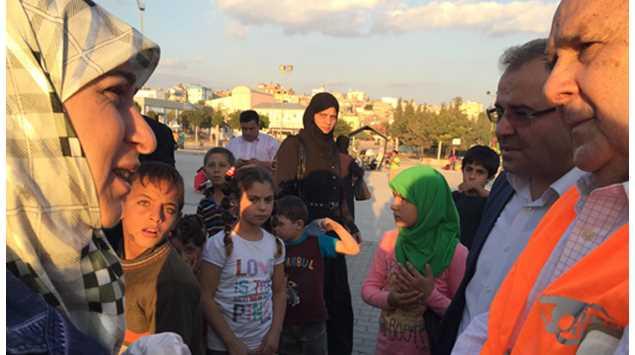 Cristovam Buarque faz livro inspirado em visita a refugiados na fronteira entre a Turquia e a Síria