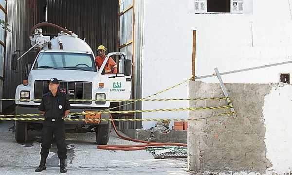 Casal é preso por furto de combustível Diário do Grande ABC - Notícias e informações do Grande ABC: Santo André, São Bernardo, São Caetano, Diadema, Mauá, Ribeirão Pires e Rio Grande da Serra