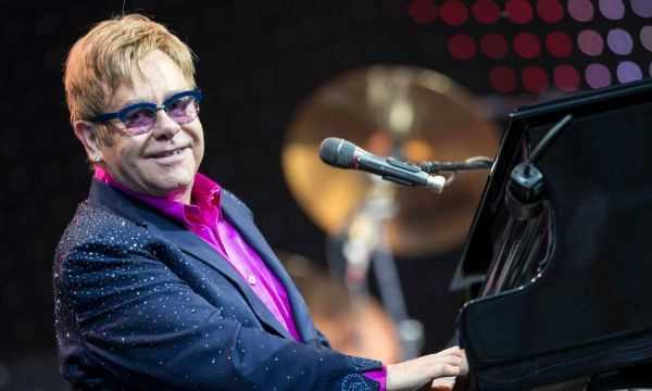 Elton John é atingido por objeto durante show em Las Vegas Diário do Grande ABC - Notícias e informações do Grande ABC: Santo André, São Bernardo, São Caetano, Diadema, Mauá, Ribeirão Pires e Rio Grande da Serra
