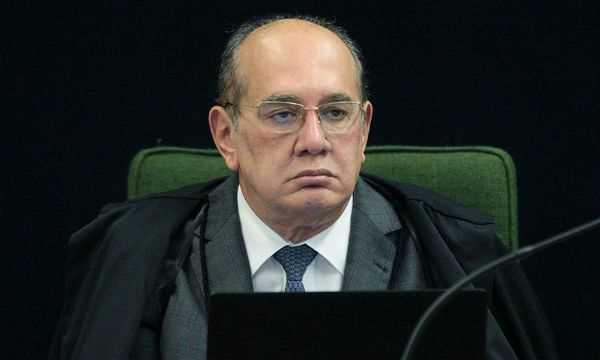 Manifestantes pedem impeachment do ministro Gilmar Mendes, no Rio - Diário do Grande ABC