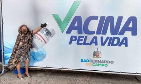 Para receber vacina contra Covid, idosa de S.Bernardo se veste de rainha Diário do Grande ABC - Notícias e informações do Grande ABC: Santo André, São Bernardo, São Caetano, Diadema, Mauá, Ribeirão Pires e Rio Grande da Serra